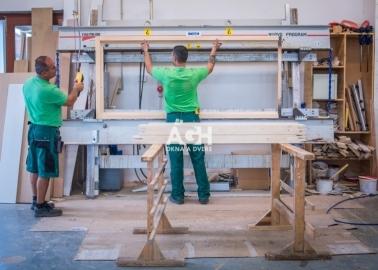 Rahmen mit Rahmenpresse kleben
